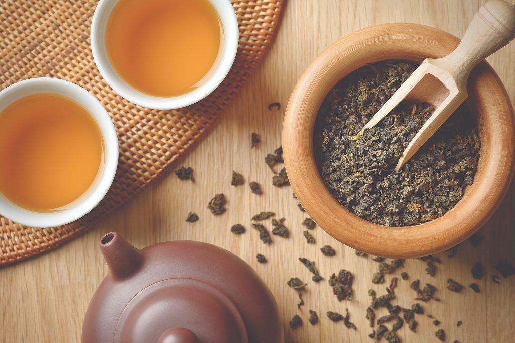 Aromático e saboroso, o chá se tornou o companheiro do dia a dia do brasileiro. Foto: Getty Images