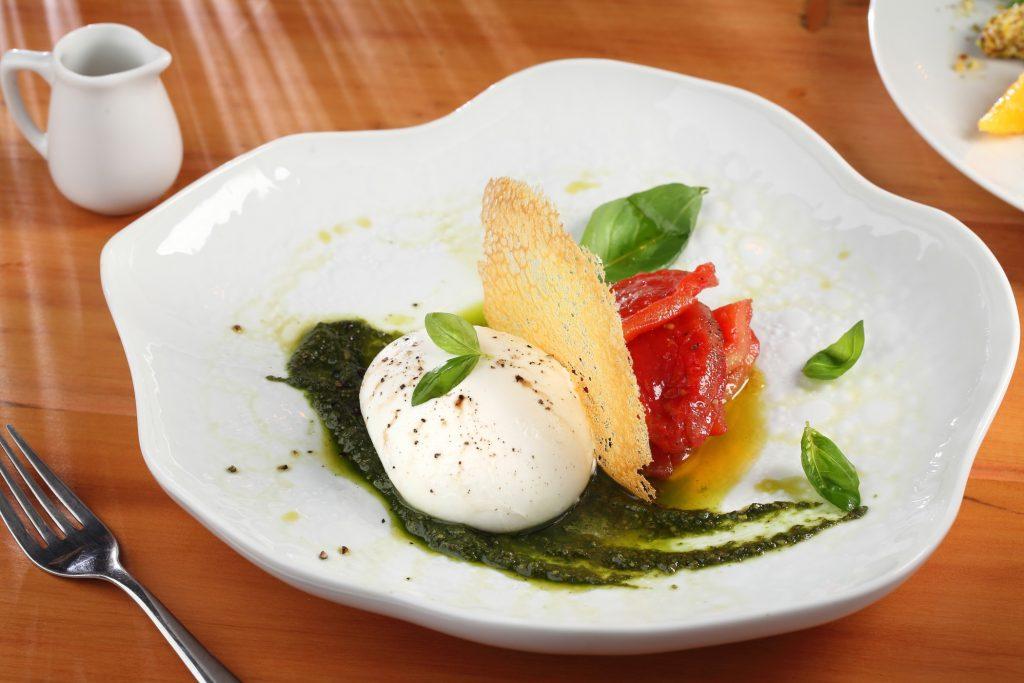 Burrata Pugliese, do restaurante italiano Vicoboim, disponível para delivery